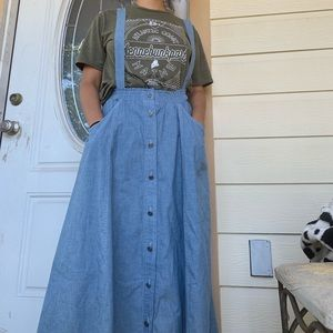Mid-summer suspender skirt